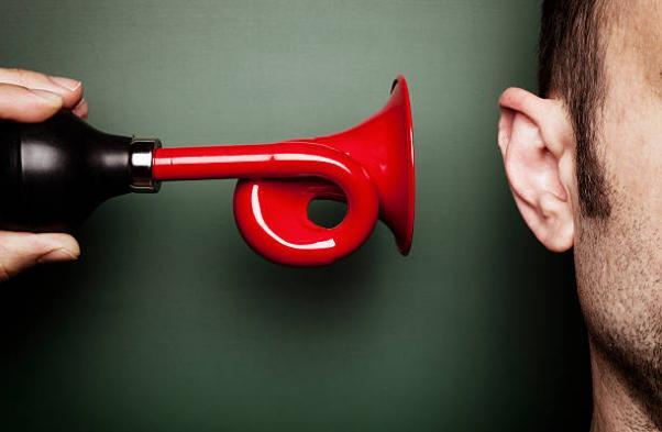 Mit jelent a fülzúgás? - Okok és kezelés